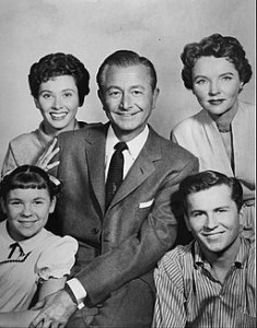 https://en.wikipedia.org/wiki/Father_Knows_Best#/media/File:Father_Knows_Best_cast_photo_1962.JPG